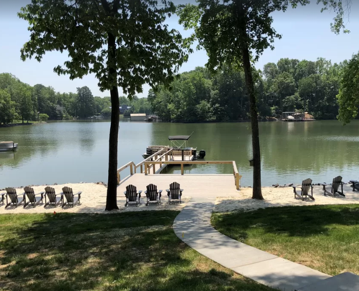 Private Beach + Boat! Elegant Spacious 6BR/6ba Lakefront House 20 Mins from CLT